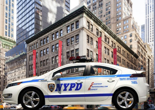 3 NYPD officers assaulted by a woman in Midtown Manhattan