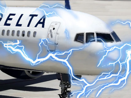 Lightning strikes airplane leaving Los Angeles International Airport