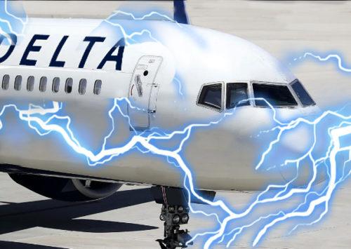 Lightning strikes airplane leaving Los Angeles International Airport